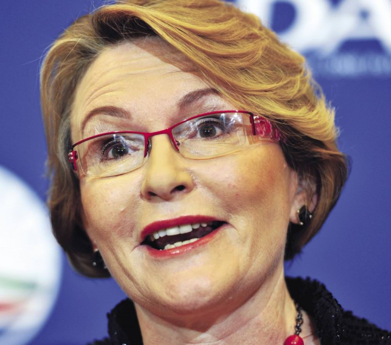 Visa Red Tape Is Suffocating SA'S Ailing Industries Says Helen Zille